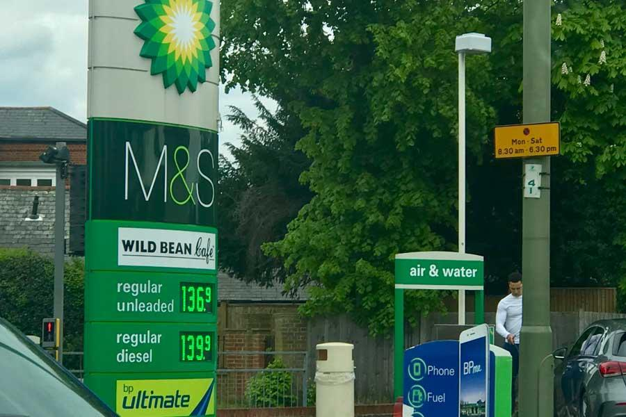 بهای سوخت در انگلیس با لغو معافیت نفتی ایران، رکورد می زند