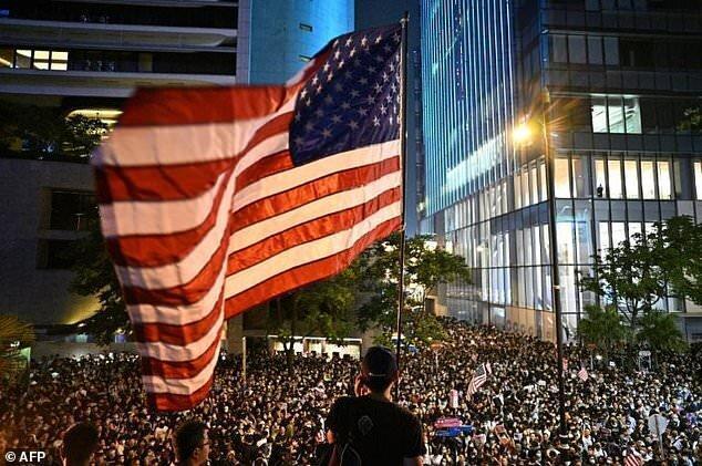 با نادیده دریافت تهدید پکن؛ سناتورهای آمریکایی عزمشان را برای تصویب لایحه هنگ کنگ جزم نموده اند