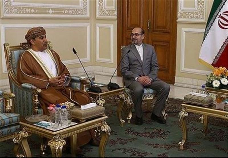 سفیر عمان: عربستان به دنبال تحت الشعاع قرار دادن توافق هسته ای است