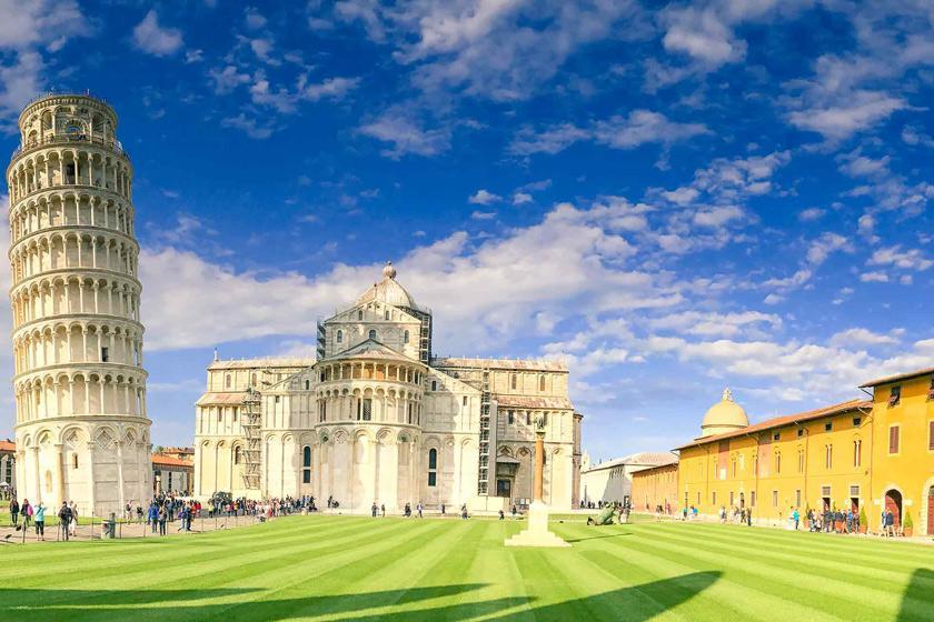 بهترین زمان سفر به پیزا؛ خانه برج کج مشهور در ایتالیا