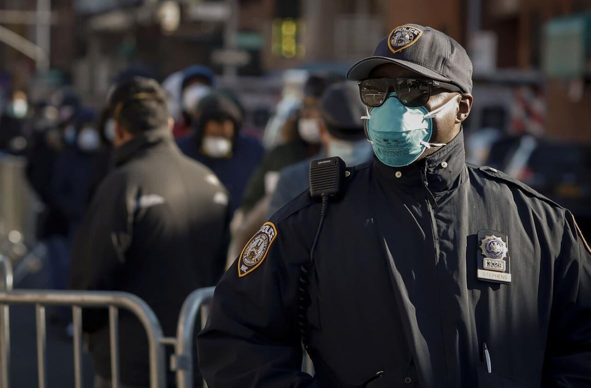 خبرنگاران بیش از 1400 نیروی پلیس نیویورک به کرونا مبتلا شده اند
