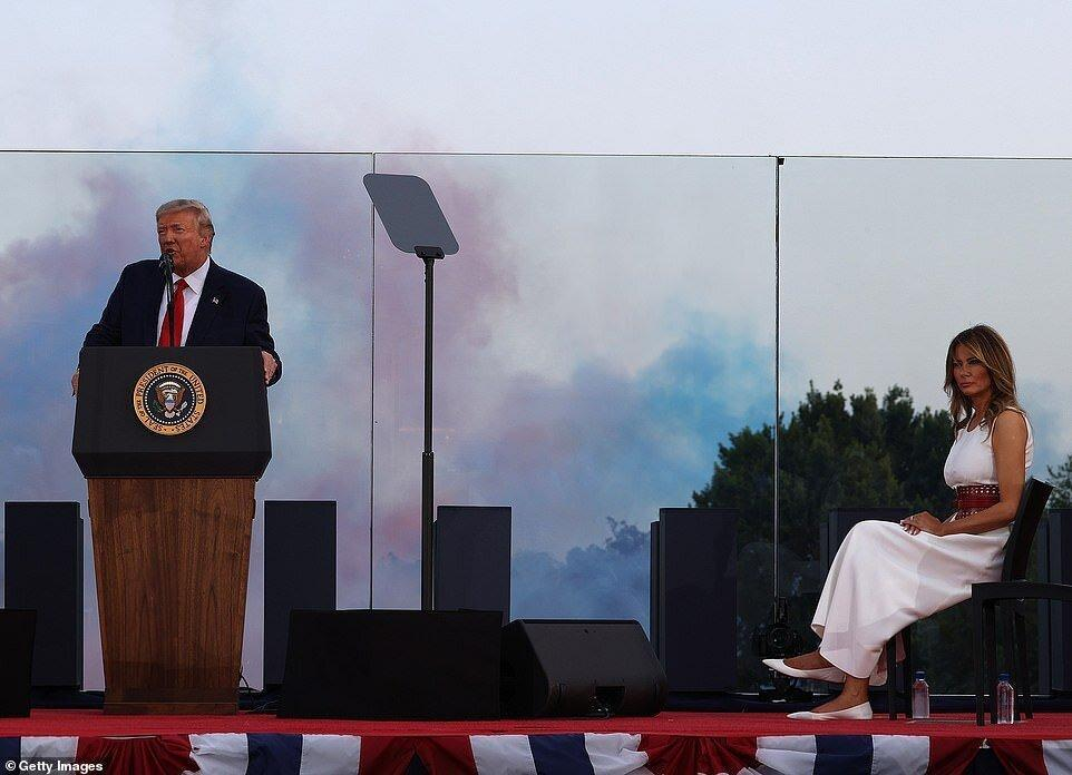 ترامپ در روز استقلال هم دست از حمله به رسانه ها برنداشت، عکس