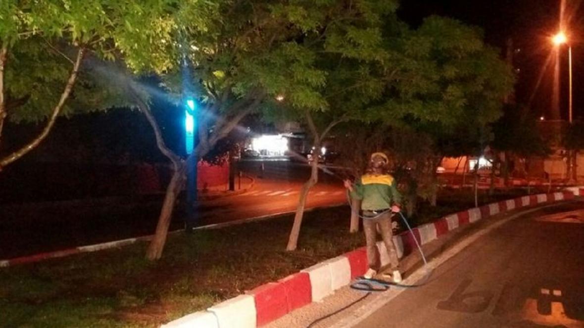 شروع عملیات سمپاشی درختان در شهر مهاباد