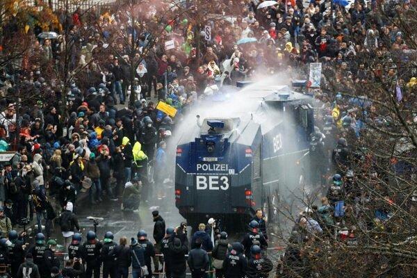 پلیس آلمان با معترضان به محدودیت های کرونایی درگیر شد