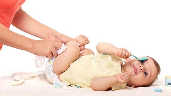راه چاره های عملی برای صرفه جویی در پوشک بچه