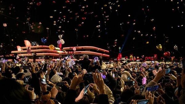 تجمع هزاران نفر برای جشن سال نو در ووهان چین یک سال پس از شیوع کرونا