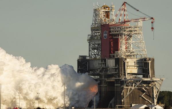 ناسا چهار موتور قدرتمند سامانه پرتاب فضایی را به طور هم زمان آزمایش کرد