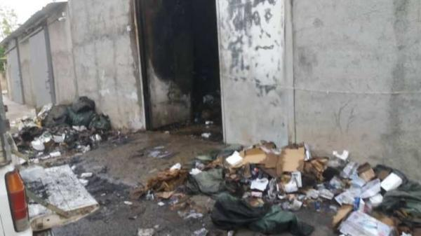 خبرنگاران آتش سوزی انبار لوازم خانگی در گناوه پس از 10 ساعت مهار شد