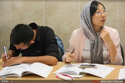 13 دانشجوی ایران شناسی در مدرسه بهاره آموزش زبان فارسی دانشگاه شهید چمران اهواز حضور دارند خبرنگاران
